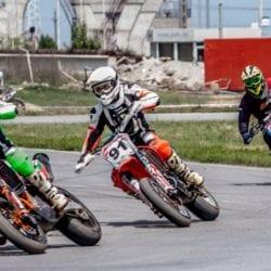 """Motoare turate la Arad pentru etapa de viteză a juniorilor și """"naționalele"""" de scutere și Supermoto"""