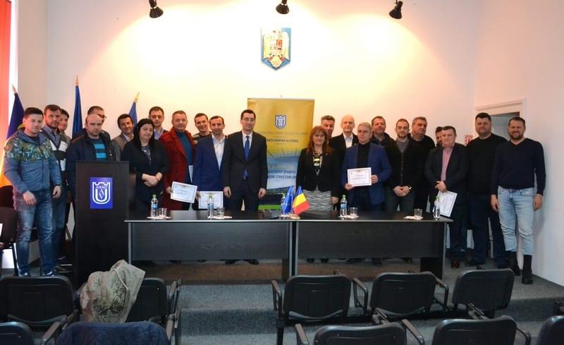 """Burleanu i-a premiat pe absolvenții cursului de specializare în administrarea și managerierea structurilor sportive de la UAV: """"Mă bucur că am pornit de la Arad!"""""""
