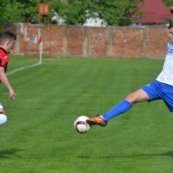 """Derby tranșat în primul sfert de oră, Cuedan îi urează baftă la baraj trupei lui """"Știli"""": Unirea Sântana - Crișul Chișineu Criș 0 - 3"""