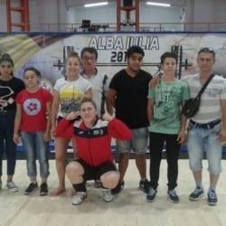 """Halterofilii CSM-ului au cucerit Cetatea Unirii: Elevii lui Jigău și Sebeșan au urcat de 11 ori pe podium și au """"smuls"""" trei recorduri naționale la Under 17"""