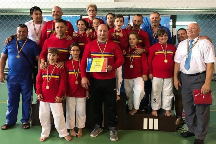 """Judoka Under 11 ai Aradului au contribuit cu trei medalii la """"aurul"""" echipei feminine pe euro-regiuni: Elena Costea - prima la +52 kg"""