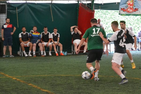 """""""Zona"""" de minifotbal de la Arad: Premierul s-a calificat în sferturi, unde ar putea ajunge și Luciano! Șimandul a luat și ea două puncte"""