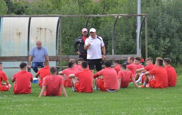 """UTA a avut 29 de jucători la reunire, Ionuț Popa înăbușind din start nemulțumirile: """"Cine nu vrea să facă fotbal e liber să plece!"""""""