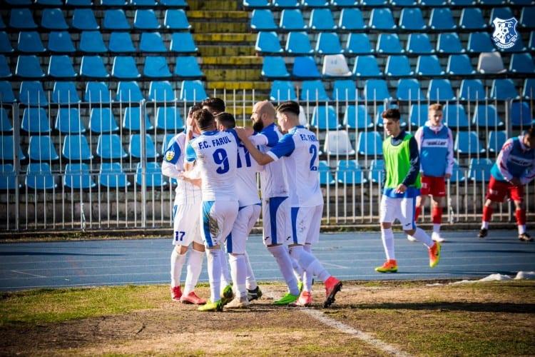 """Farul s-a despărţit de juniorul care i-a luat două puncte UTA-ei şi alţi 11 fotbalişti, dar nu şi de """"marinarul"""" dorit de Ionuţ Popa"""