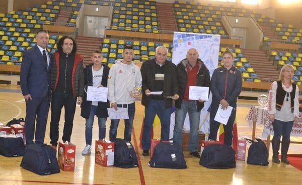 Direcţia Judeţeană pentru Sport şi Tineret Arad a premiat cei mai buni sportivi arădeni ai anului 2018, dar a oferit și multe alte distincții speciale + FOTO