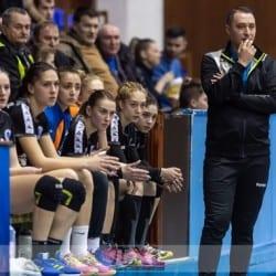 """Din derby în derby, handbalistele Crișului găzduiesc Baia Mare peste două zile: """"Să începem bine seria de patru meciuri pe teren propriu!"""""""