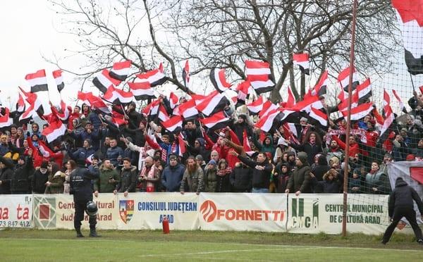 """Rivali pe străzi și în tribune, """"ultrașii"""" uniți prin dragoste și pasiune. Jandarmii – """"oile negre"""" ale derby-ului"""