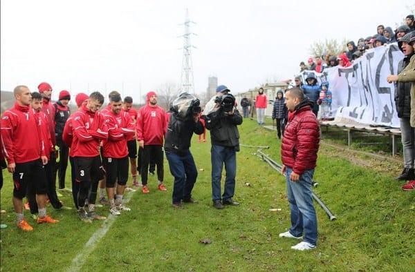 """Fanii UTA-ei i-au făcut pe jucători să înțeleagă dimensiunea derby-ului cu Timișoara: """"Urmează o zi de care vă veți aminti toată viața, poate e meciul carierei voastre"""""""