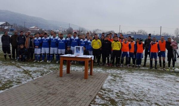 Cinci echipe au jucat în memoria lui Damian Șoltezs: Fetița Anya a dat lovitura de începere, fratele Paul i-a ținut locul în teren