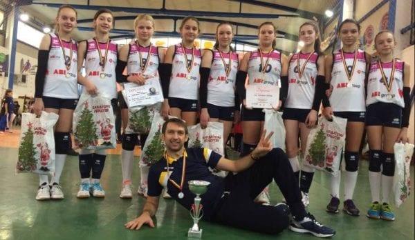 """Voleibalistele din Nădlăc au luat argintul la turneul """"Wesselly"""""""