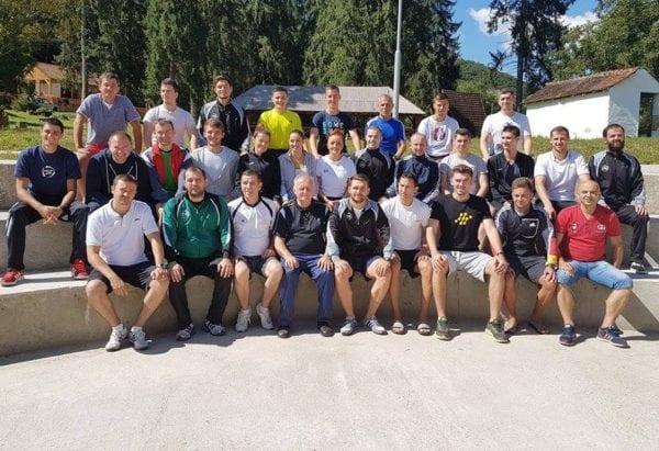 Arbitrii arădeni din circuitul Ligii a IV-a, testați în cantonament la Moneasa