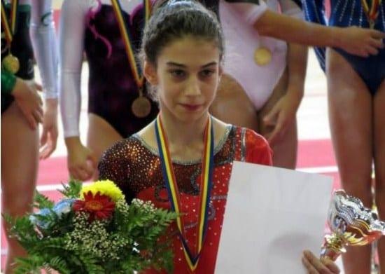 """Arădeanca Iulia Berar – """"aur"""" pe muchie de cuțit la """"naționalele"""" de gimnastică artistică rezervate junioarelor"""