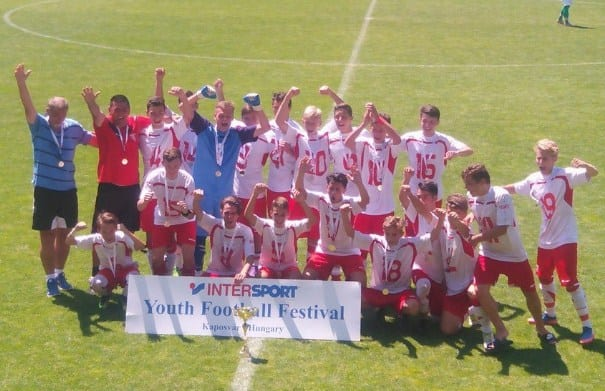 Trei trofee pentru juniorii UTA-ei la Festivalul Fotbalului de la Kaposvar!