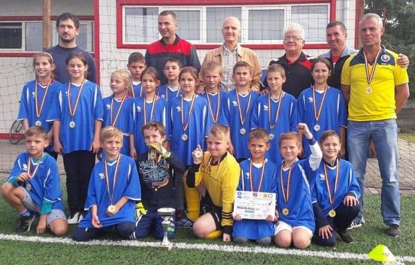 """A doua ediție a Junior Cup Fotbal Grassroots a fost câștigată de Liceul """"Ștefan Hell"""" din Sîntana"""