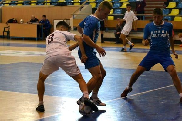 Campionatul județean de fotbal în sală se mută, în weekend, la Șiria și Satu Nou