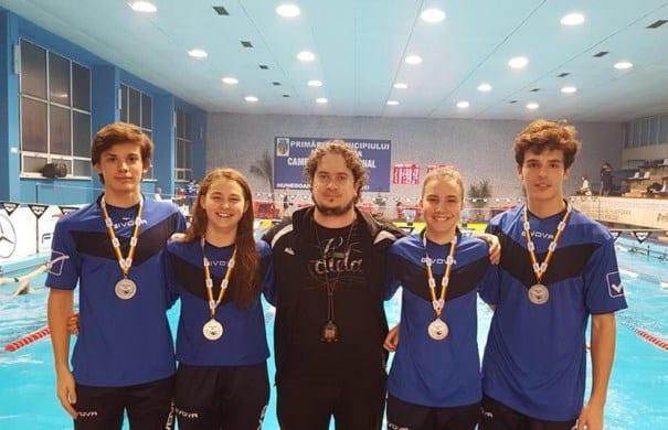 Premieră în natația arădeană: Ștafeta mixtă a CSȘ Gloria – vicecampioană națională la Hunedoara