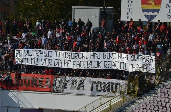 """Suporterii UTA-ei pentru culori la Timișoara, cu Ripensia! """"Jucătorii și antrenorii vin și pleacă"""""""