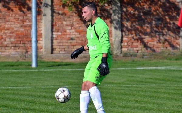 Autoritari după ce i-a salvat Csurka: CS Glogovăț 2013 – Unirea Sântana 0-3