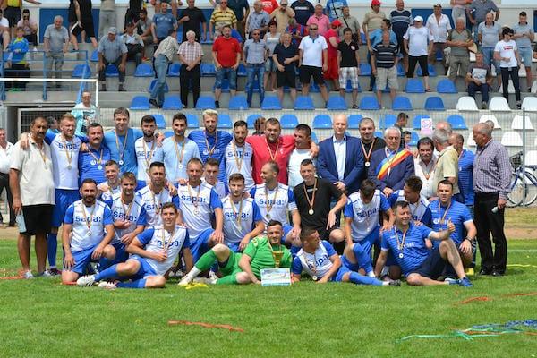 Campionii Aradului la fotbal și-au luat medaliile și trofeul, dar gândul le zboară spre barajul de promovare! Foto și Video