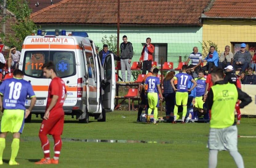 Semifinala de Cupă Sântana – Zăbrani s-a întrerupt! Juniorul Vlad Stanciu s-a accidentat grav, ambele echipe au ieșit de pe teren!