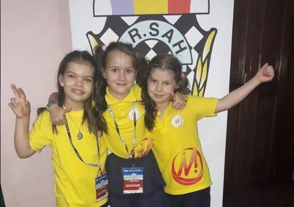 """Trei echipe de aur pentru șahul juvenil arădean: CSU Arad și Vados au strălucit la """"naționalele"""" de la Iași"""