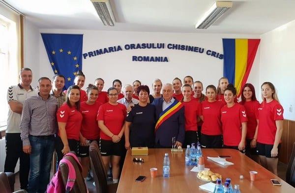 """Rezultatele hadbalistelor impun o sală de sport modernă la Chișineu-Criș: """"Domnul primar Burdan ne-a asigurat de sprijinul său"""""""