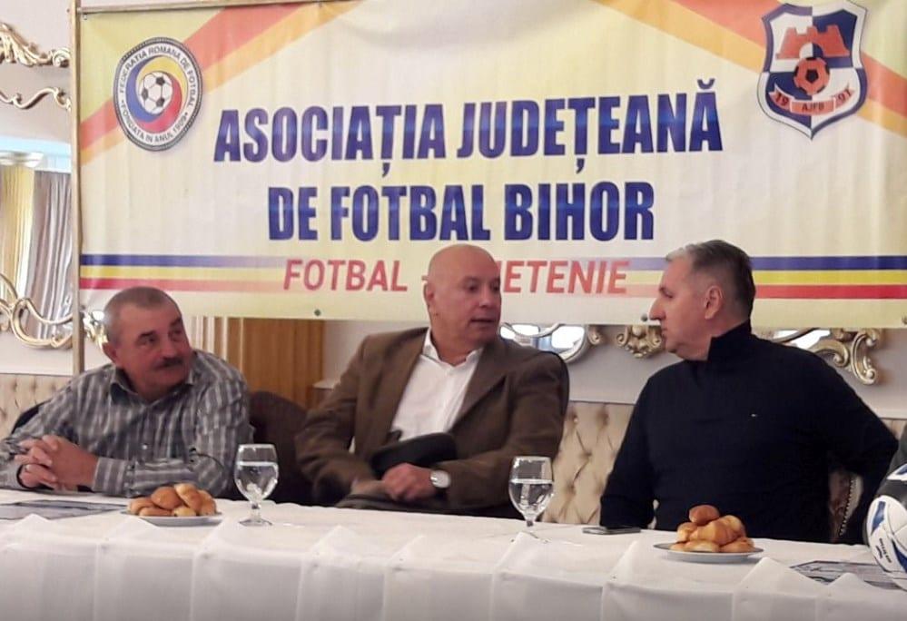 """Miculescu, subiect de discuție între Ionuț Popa și Aurel Țicleanu la """"Ziua Antrenorului"""" organizată de AJF Bihor"""