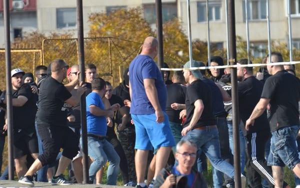 """Derby-ul din tribune: Stewarzii timișoreni nu le inspiră încredere """"ultrașilor"""" arădeni"""