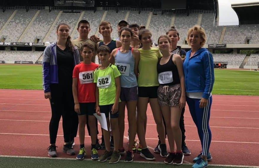 """""""Zona"""" de atletism de la Cluj a adus calificări pe linie ale copiilor de la CSȘ Gloria, patru dintre ei au făcut recorduri personale"""