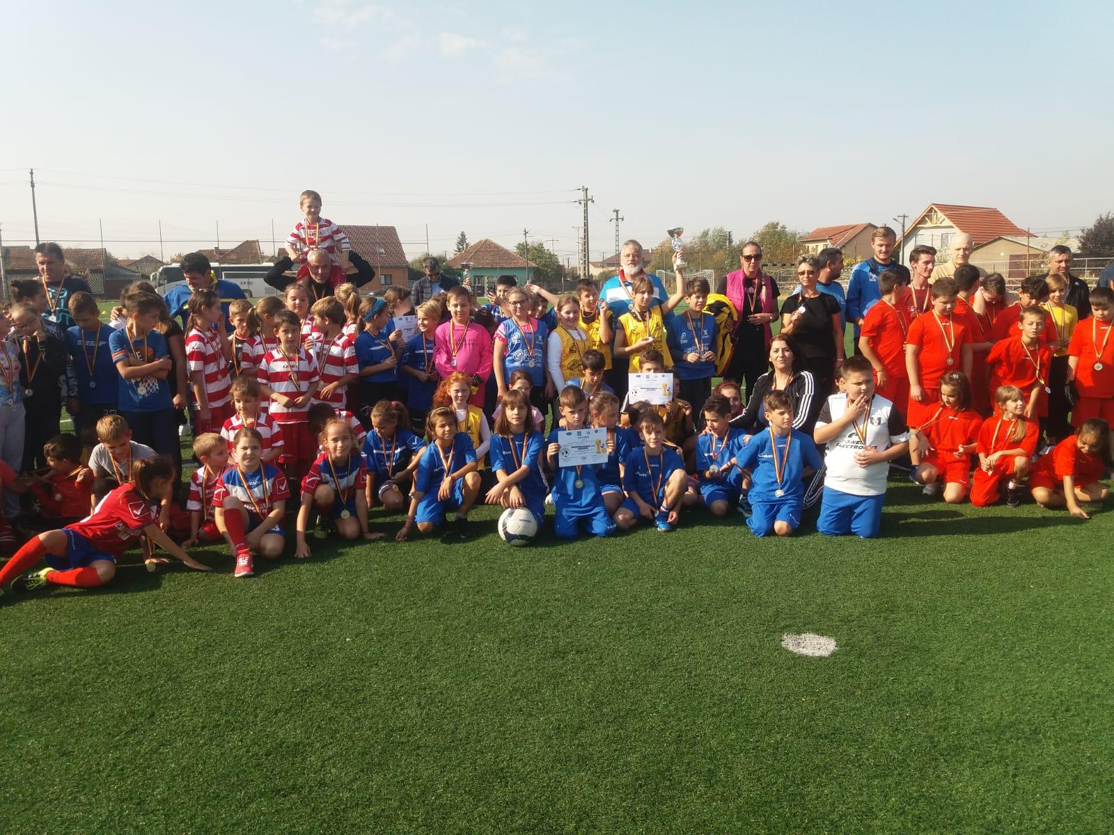Burse lunare pentru copiii și juniorii care practică sportul de performanță