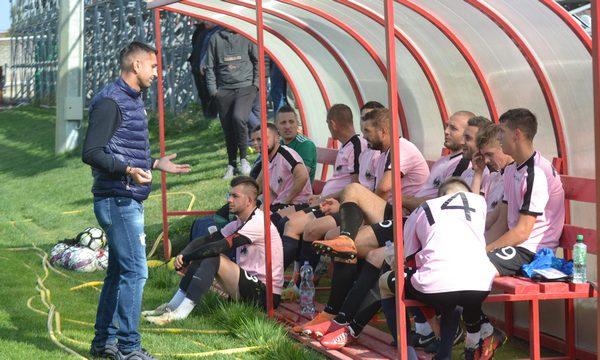 """Gazde ghinioniste, """"Cursă"""" de play-off: CS Beliu – Păulișana Păuliș 2-3"""