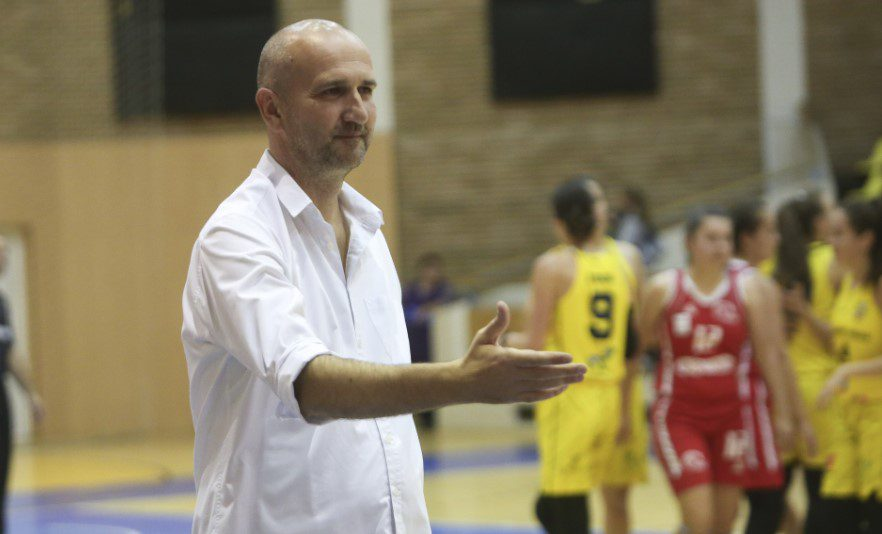 Mudresa se desparte de FCC Baschet Arad după numai șase întâlniri, eșecul cu U. Cluj i-a fost fatal antrenorului sârb