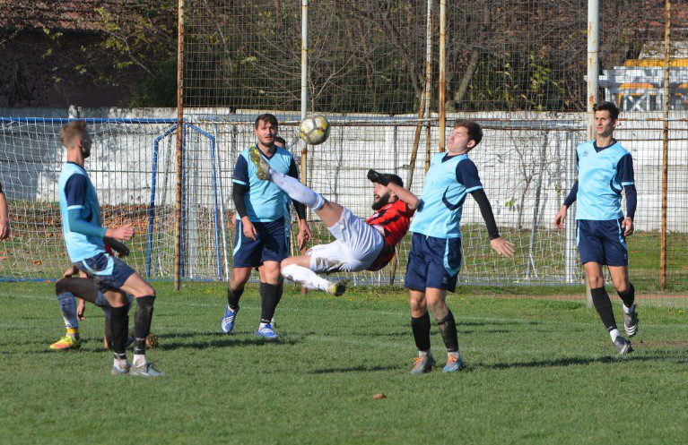 Liga a 4-a Arad nu se mai reia în acest an, doar trei echipe și-au asumat protocolul FRF, dar și riscurile revenirii pe gazon!