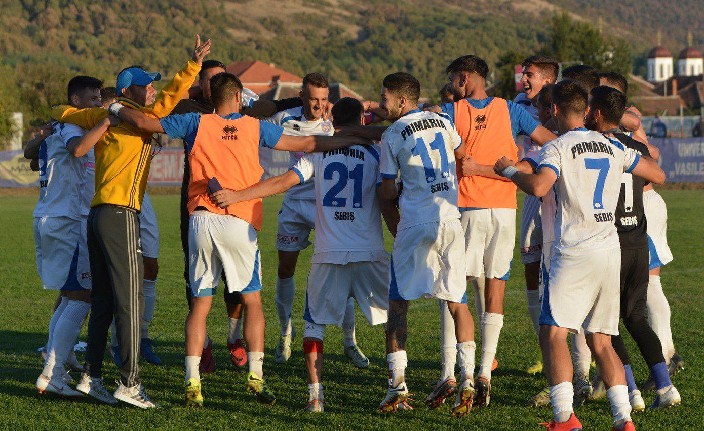 """E scandal în toată regula la Sebiș: Jucătorii și antrenorii – lăsați în drum, fără bani! """"Ne vom bate pentru drepturi și reabilitarea ca oameni și sportivi!"""""""