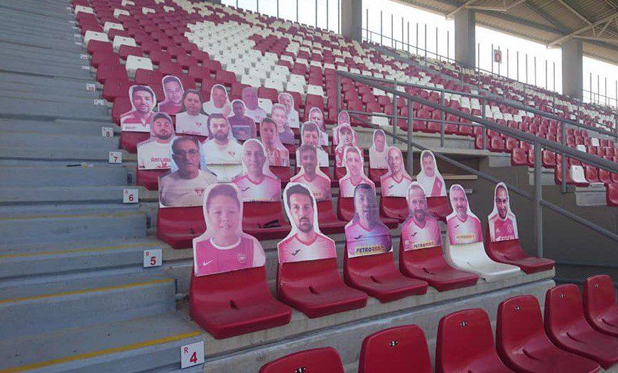 """Câțiva suporteri ai UTA-ei și-au """"rezolvat"""" intrarea pe stadion diseară, reclamele pe LED-uri sunt funcționale"""