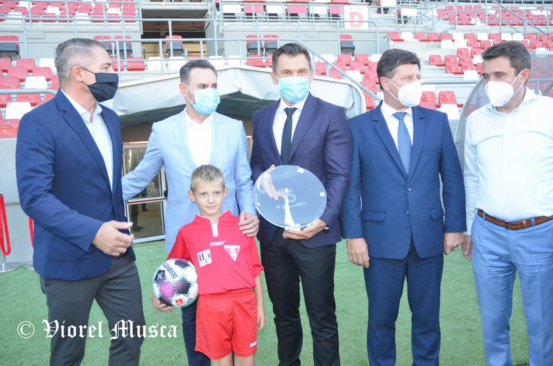 """Ministrul Stroe, impresionat de arena """"Francisc Neuman"""": """"Acest stadion dă și mai multă valoare fenomenului sportiv din Arad"""" + FOTO"""