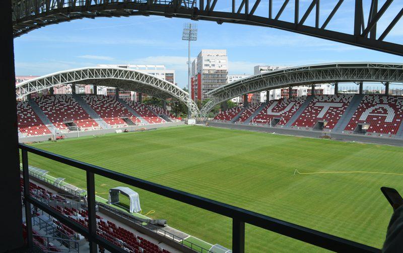 """S-a intrat în linie dreaptă: Stadionul """"Francisc Neuman"""" se pregătește de recepție și de debutul UTA-ei în Liga 1! Care sunt ultimele probleme și termenele de respectat? + FOTO"""