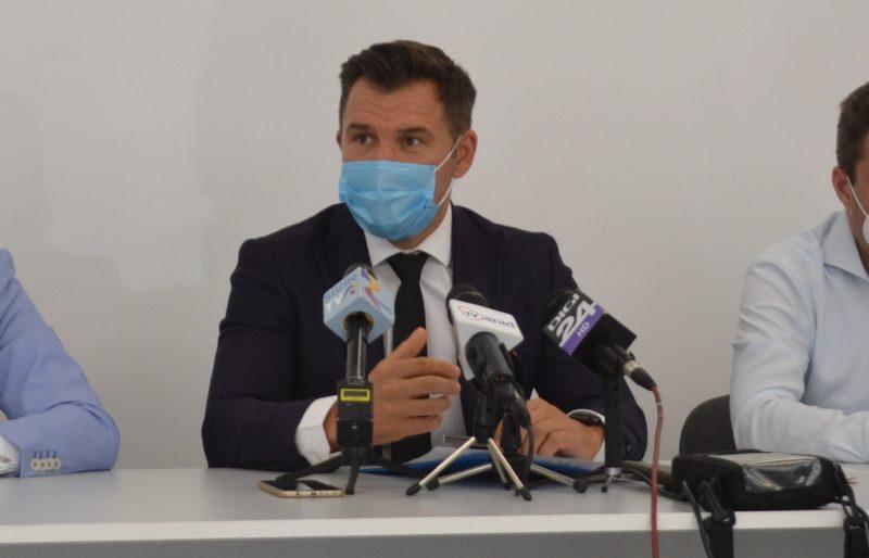 Stroe susține că stadioanele se redeschid când cazurile de COVID scad sub 1000 de oameni pe zi