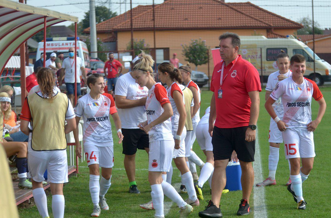 """""""Leoaicele"""" din Arad se despart greu de antrenorul, tatăl, fratele lor mai mare, Florin Bugar: """"Vom lupta pentru el, ne va privi de Sus și nu vrem să-l dezamăgim!"""""""