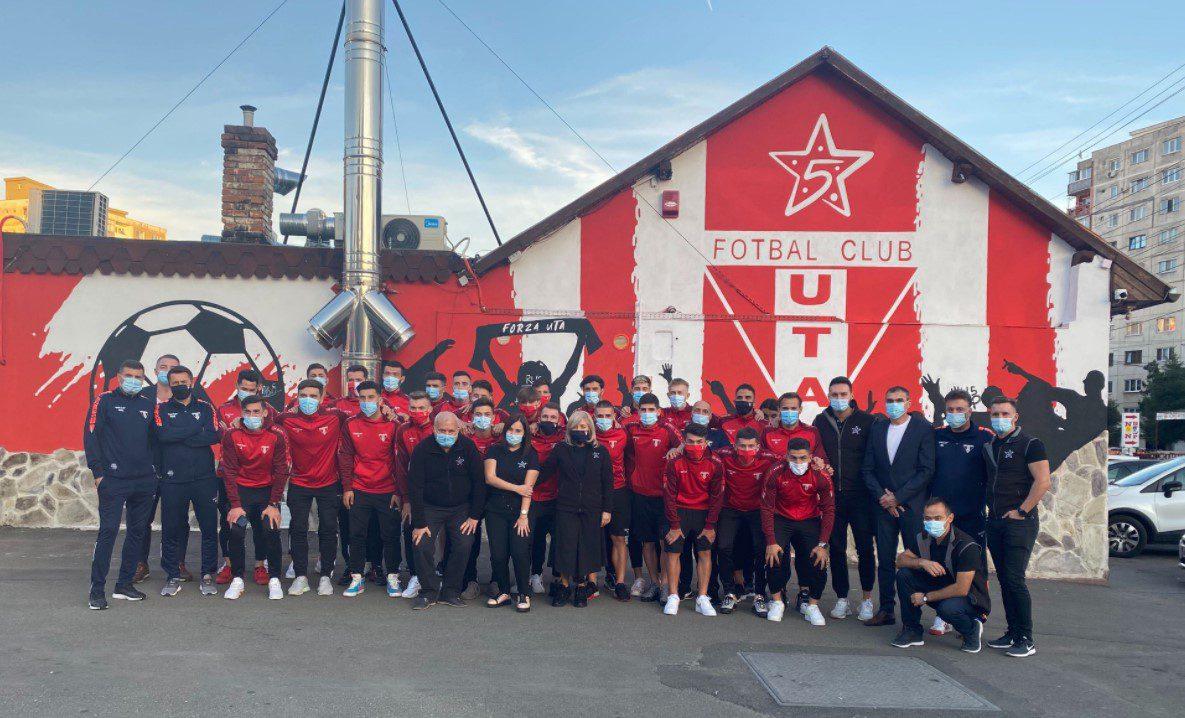 """Pizza 5 Colțuri îmbracă culorile """"Bătrânei Doamne"""" a fotbalului românesc!"""