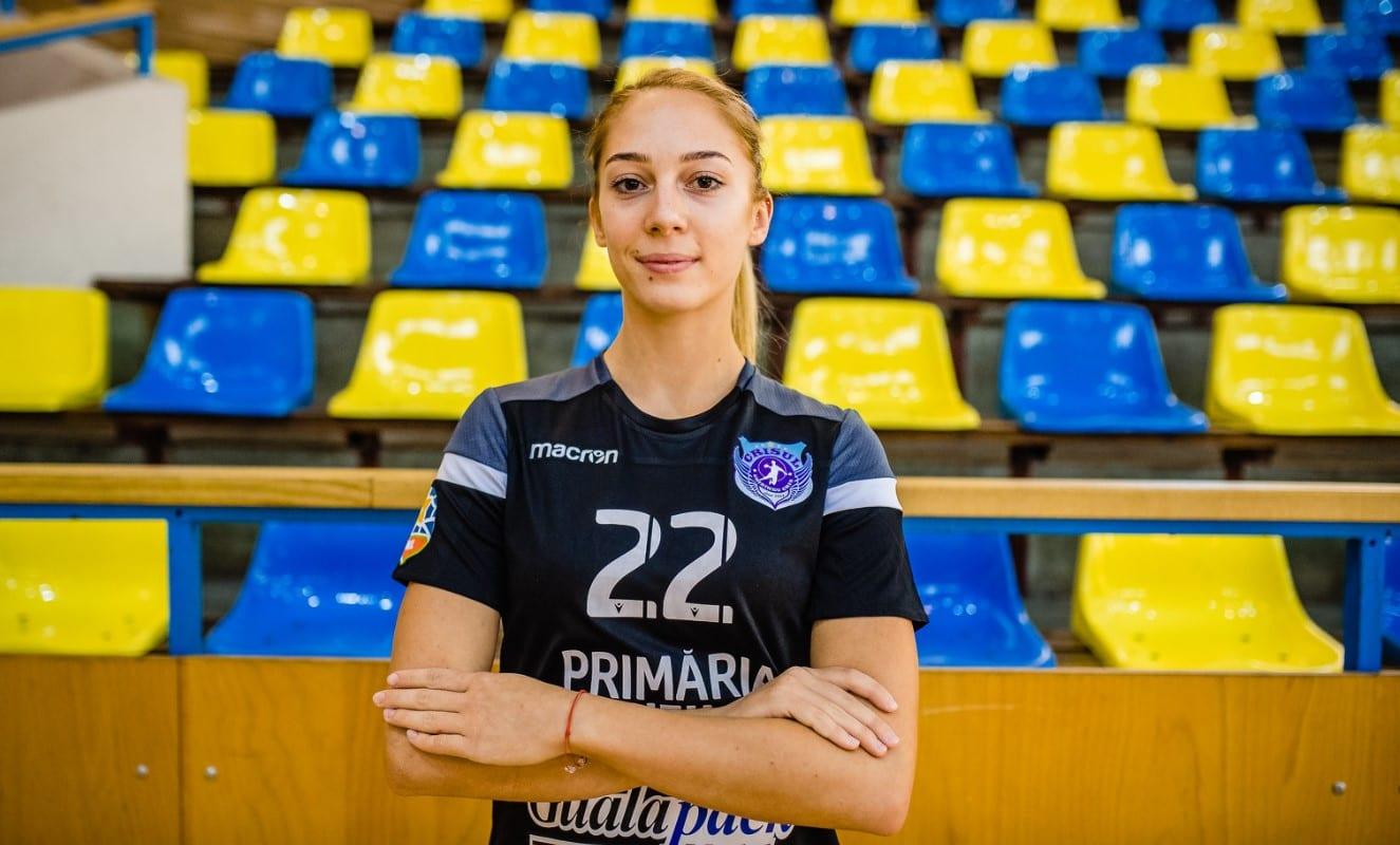 """Băimăreanca Alexandra Haidu a venit la Chișineu Criș pentru a-și trăi visul, dar: """"Mi-a fost smuls din mâini, rupt, aruncat pe jos și călcat bine.Mă simt trădată!"""""""