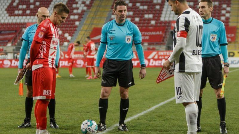 """Arbitrul """"coșmarului"""" cu Astra o fluieră pe UTA, la Iași: Antonie a dictat două penalty-uri și o eliminare împotriva arădenilor în urmă cu o lună!"""