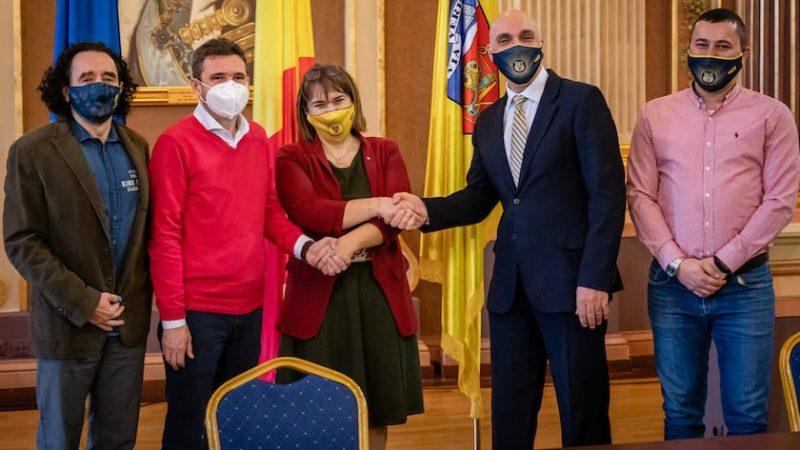 """Universitatea Aurel Vlaicu a devenit partener al echipei de baschet feminin a Aradului, alături de Primărie și FCC: """"Moment istoric, să ajungem din nou pe culmile succesului!"""""""