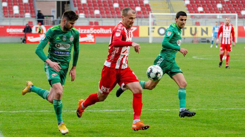"""Baravykas ajunge doar mâine la Arad, Balint a anunțat titularizarea lui Shlyakov cu Rapidul: """"Evgeniy e un fotbalist profesionist, și-a asumat concurența"""""""