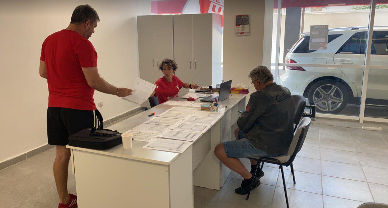 """A demarat campania de reînnoire a abonamentelor la meciurile UTA-ei: Aproximativ 100 de arădeni și-au rezervat deja locul pe """"Francisc Neuman""""!"""