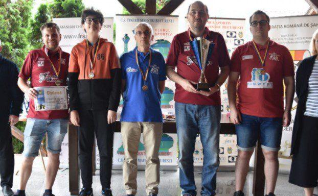 Vados Arad – al treilea an la rând pe podiumul național! Băieții lui Câmpeanu sunt vicecampionii României la şah rapid