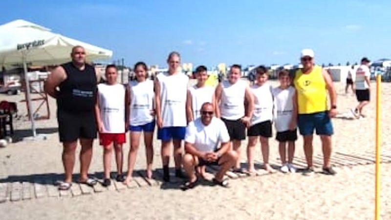 """Tinerii rugbiști de la CS Universitatea au îmbinat munca cu distracția la """"Oval Beach"""" Mamaia!"""