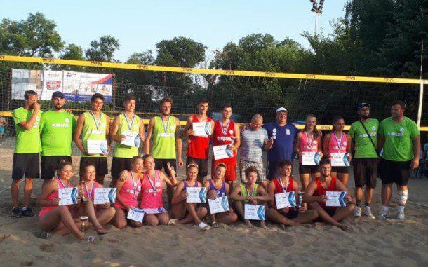 Aradul luptă pentru medalii la Naţionalele de beach-volley de la Mamaia