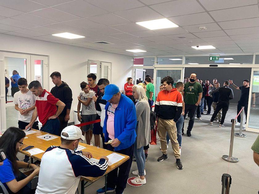 """Suporterii UTA-ei au început bătaia pe biletele cu Rapidul, dar """"rețeta"""" financiară se anunță excelentă și la amicalul cu sârbii de la Kolubara!"""