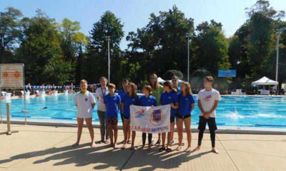 Andreea Popescu s-a remarcat la Văliug şi în Ungaria! Și alți înotători arădeni au pus mâna pe medalii la Harkany